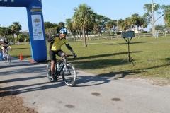 LOOP17-cyclist finish
