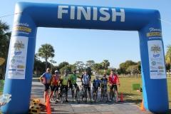 LOOP17FinishCyclists